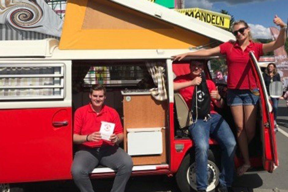 Gewinne und vieles mehr beim Besuch des Sparkassencamper auf dem Bienenmarkt